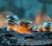 Membakar Uang